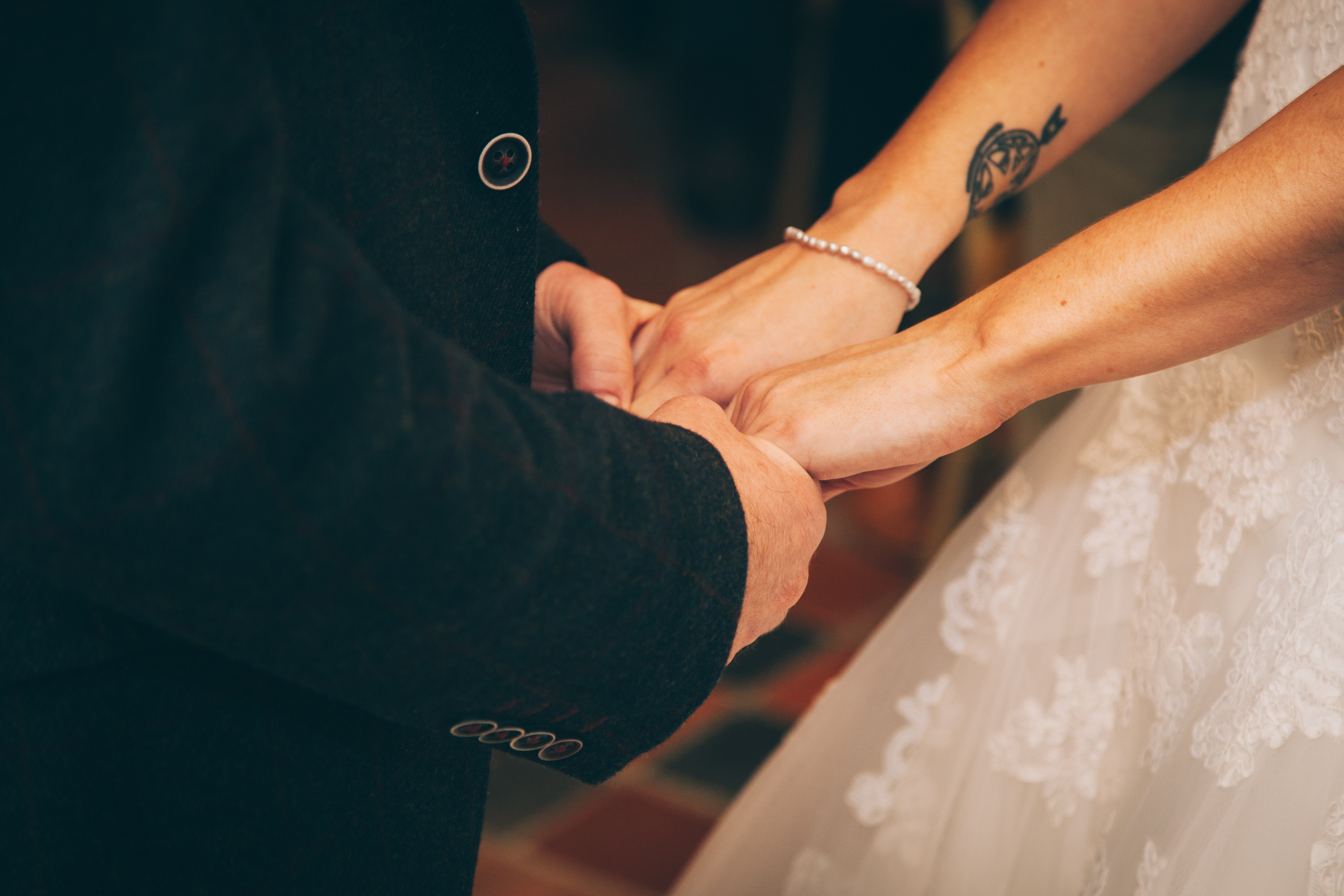 Couple getting married   Photo: Unsplash