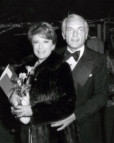Nancy Dussault and Ted Knight at Seventh Annual People's Choice Awards on March 5, 1981 at Desilu TV Studios in Los Angeles, California. | Photo: Getty Images