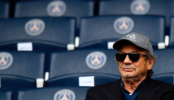 L'acteur français Patrick Chesnais assiste au match de football français de L1 entre le Paris Saint-Germain et Montpellier. |Photo : Getty Images
