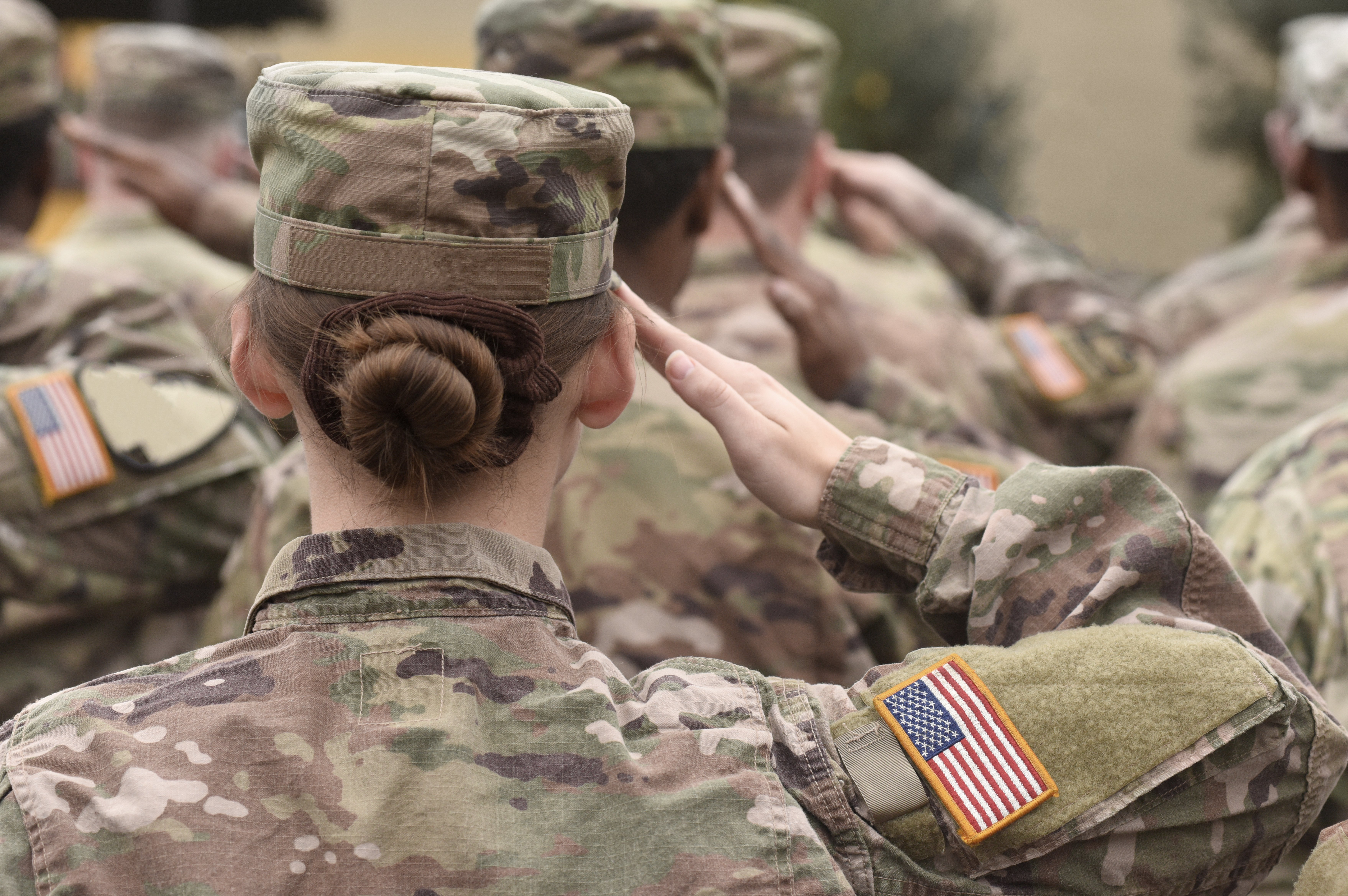 American soldiers salute during Veterans Day   Photo: Shutterstock