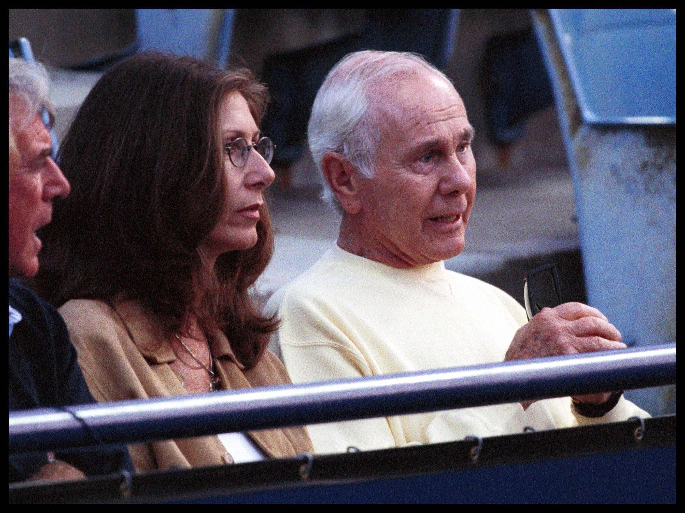 Johnny Carson at the Mercedes-Benz 1999 Tennis Tournament held at UCLA in Westwood   Photo: Getty Images