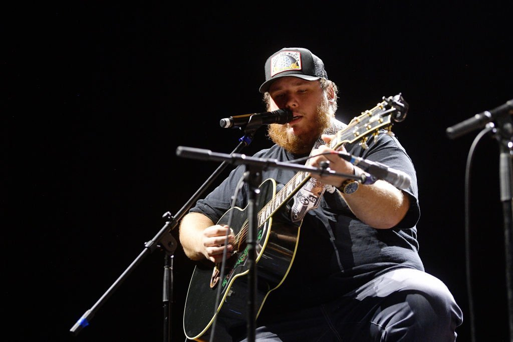 Luke Combs performs at an All for the Hall in Los Angeles, California on September 17, 2019 | Photo: Getty Images