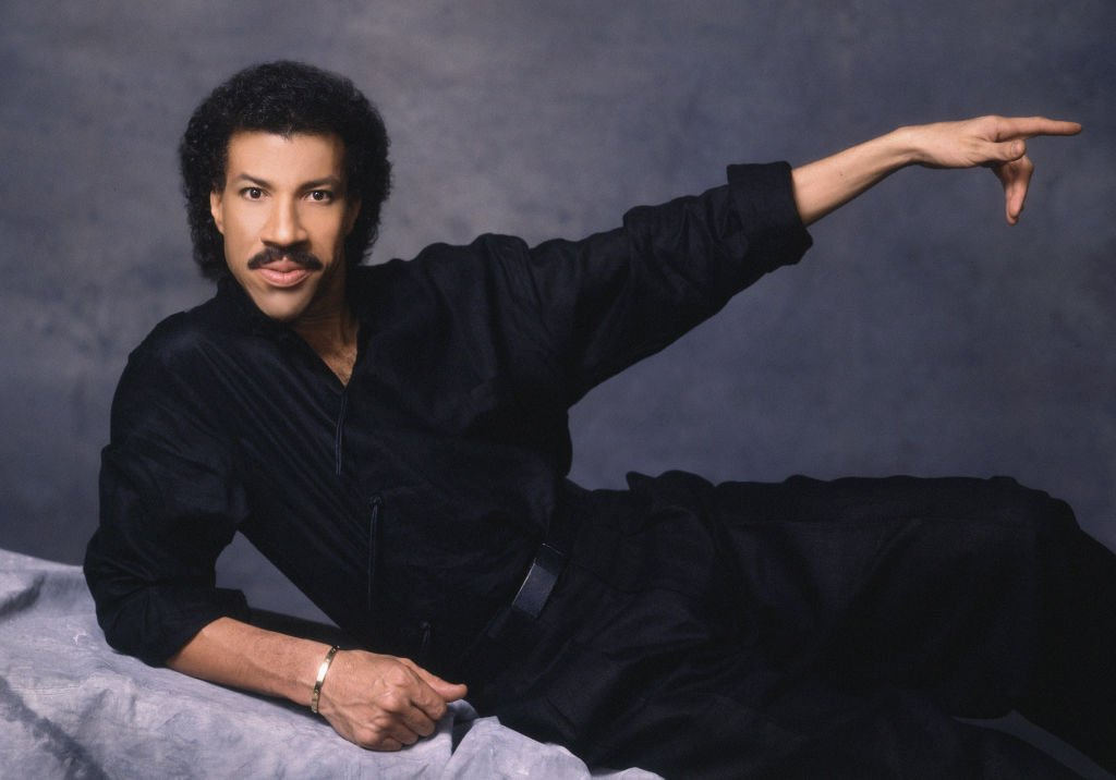 Lionel Richie poses for a portrait in 1980 in Los Angeles, California. | Source: Getty Images