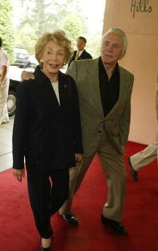 Anne & Kirk Douglas at the Hollywood Foreign Press Association Luncheon to benefit Hollywood non-profit organizations and film schools, held at the Beverly Hills Hotel on Monday, August 19, 2002.| Source: Getty Images.