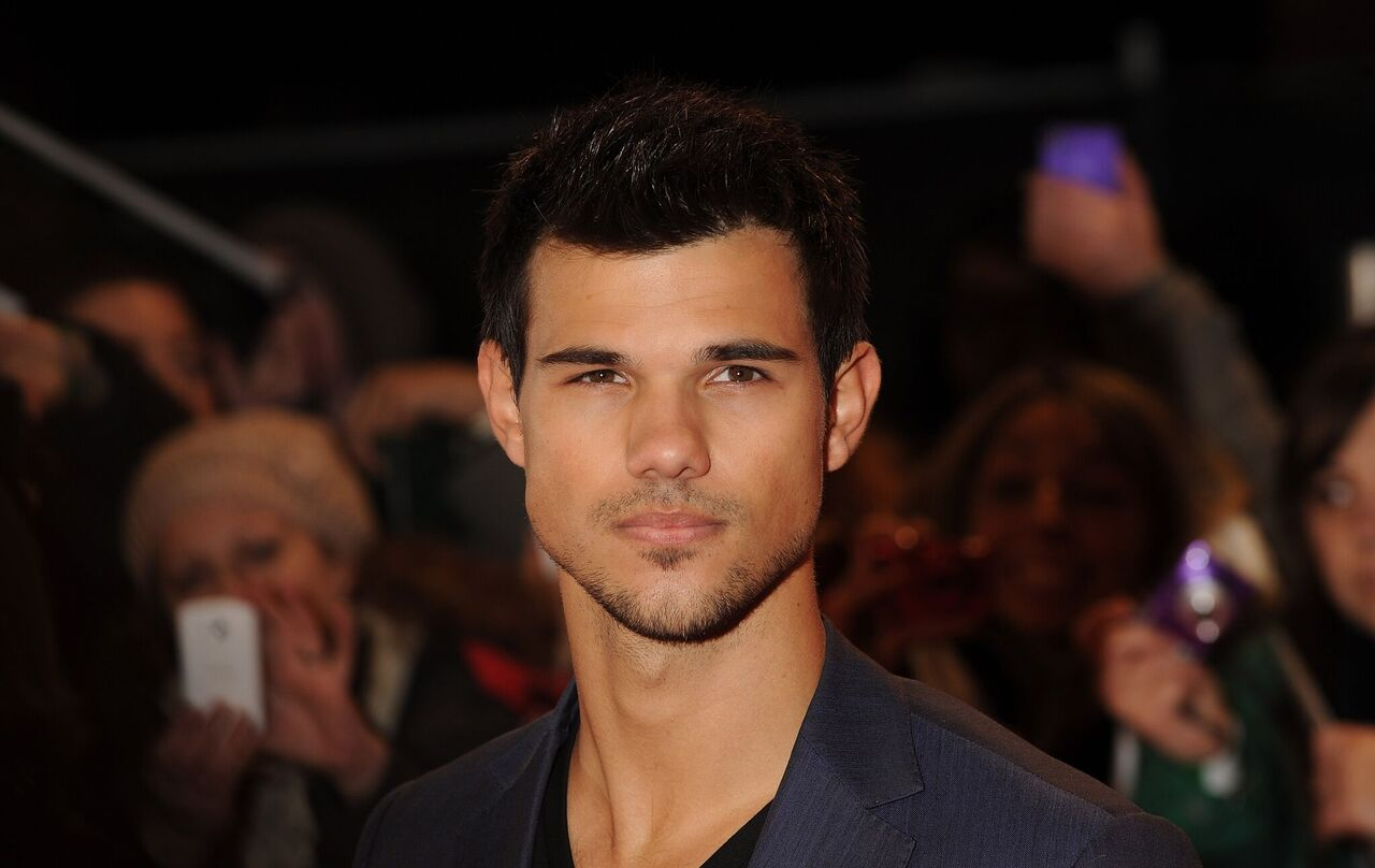 """Taylor Lautner attends the UK Premiere of """"The Twilight Saga: Breaking Dawn - Part 2."""" 