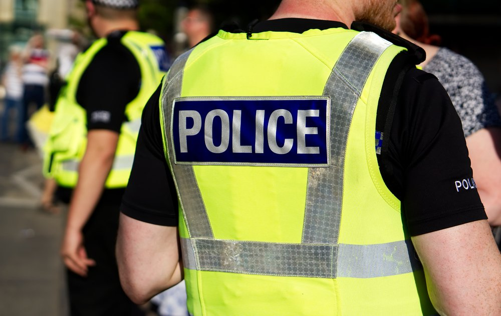 Police officer on duty on a city centre street during special event | Photo: Shutterstock