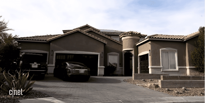 The front of the Scott twins' house in Las Vegas | Source: YouTube/CNET