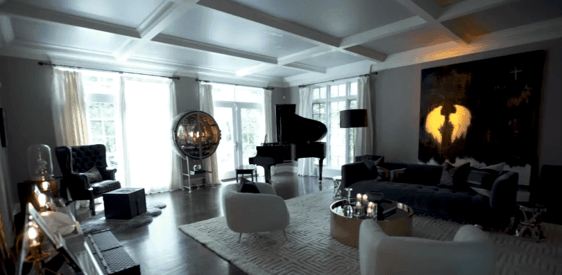 "Donnie Wahlberg and Jenny McCarthy's beautiful home | Photo"" YouTube/PeopleTV"
