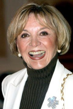 Beverly Garland attends the Pacific Pioneer Broadcasters Lifetime Achievement Luncheon November 16, 2001, in Los Angeles, CA.   Source: Getty Images.