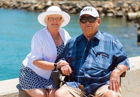 Couple âgé à la plage  | Photo : Pixabay
