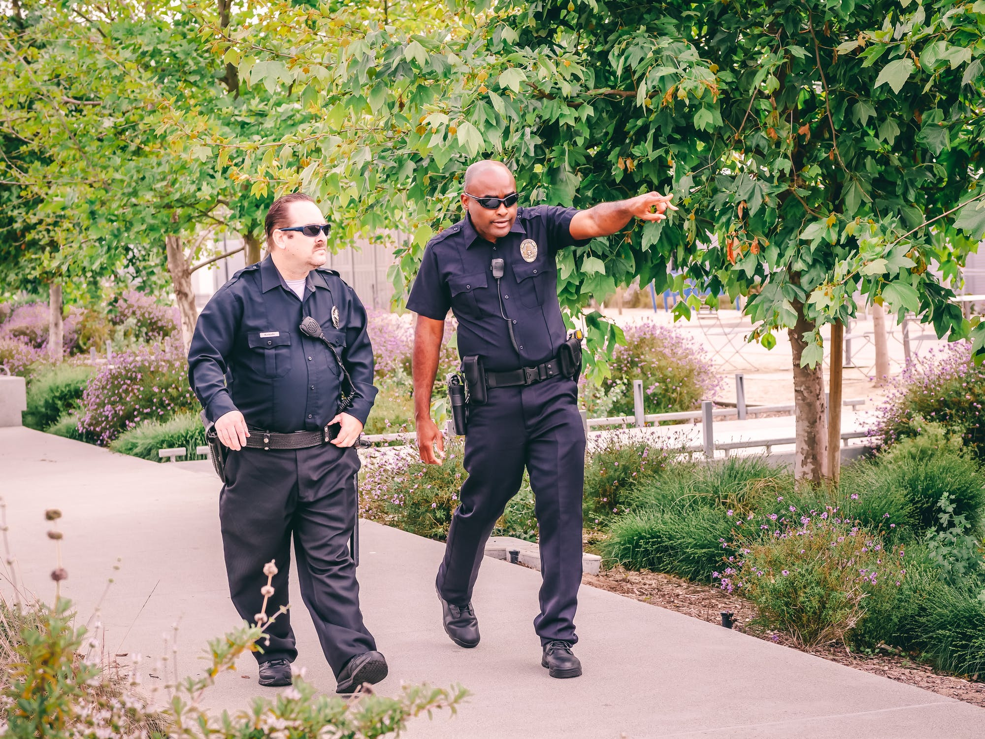 The two officers walked up to the house | Source: Pexels