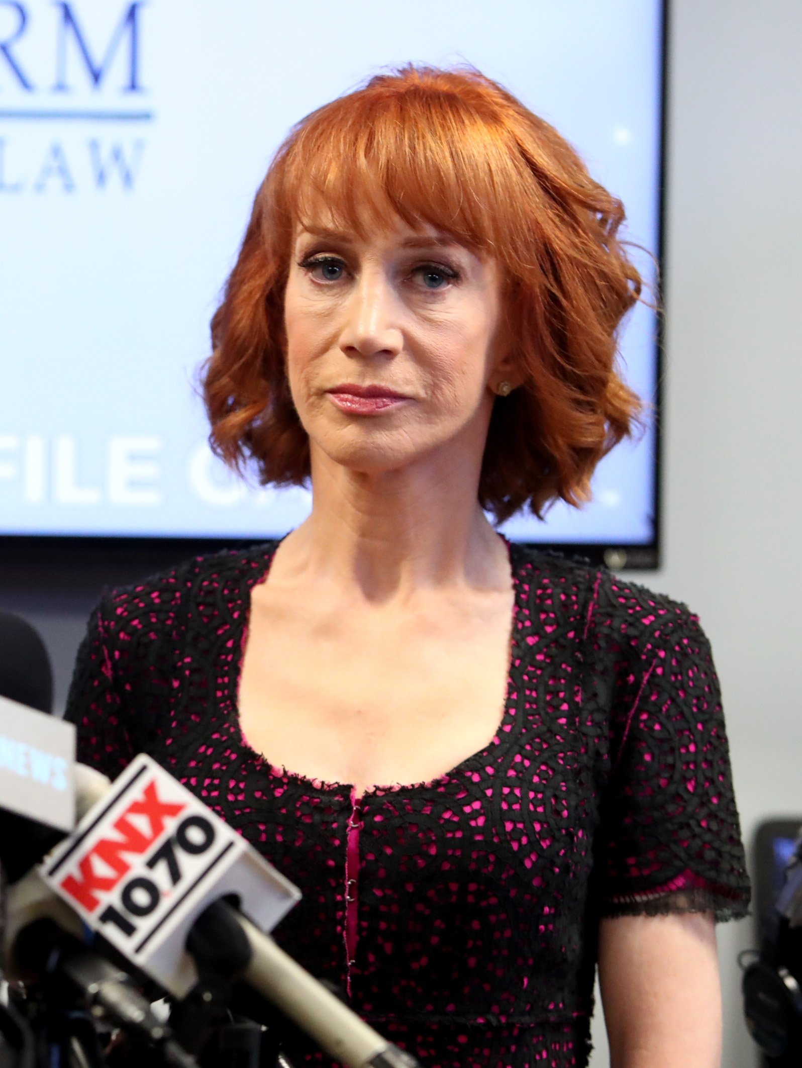 Kathy Griffin speas at a press conference at the Bloom Firm in Woodland Hills, California on June 2, 2017 | Photo: Getty Images