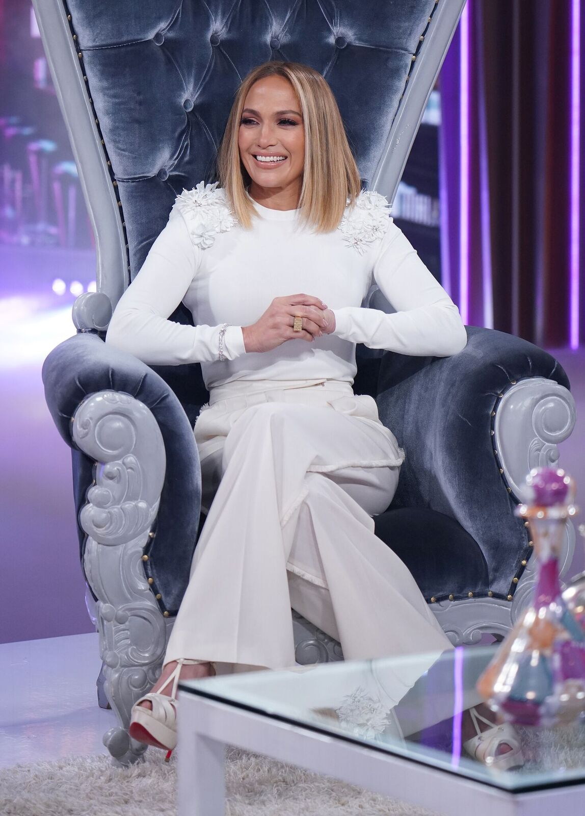 """Jennifer Lopez on the set of """"Un Nuevo Dia"""" at Telemundo Center to promote the film """"Hustlers"""" on September 13, 2019 