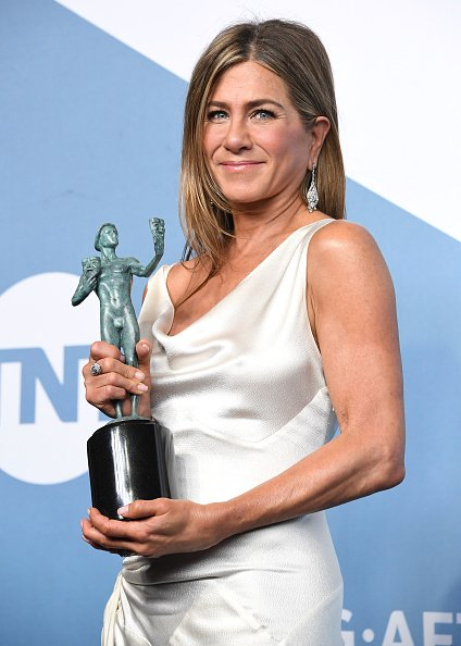 Jennifer Aniston at The Shrine Auditorium on January 19, 2020 in Los Angeles, California. | Photo: Getty Images
