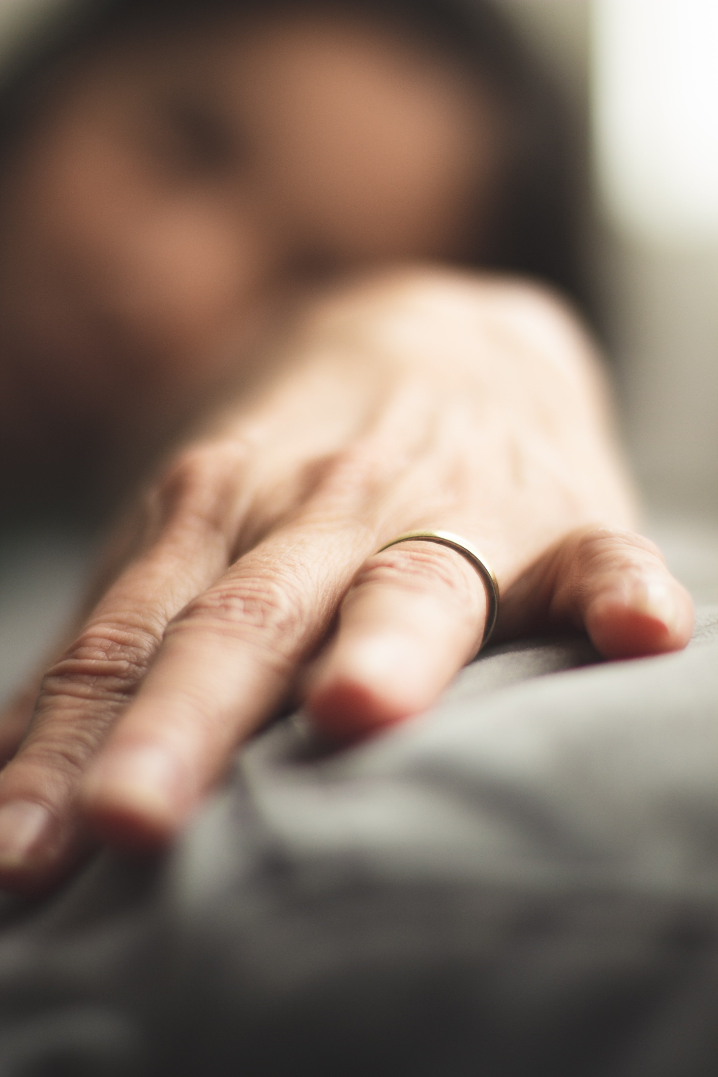 A close up of a hand with a wedding ring   Source: Pexels