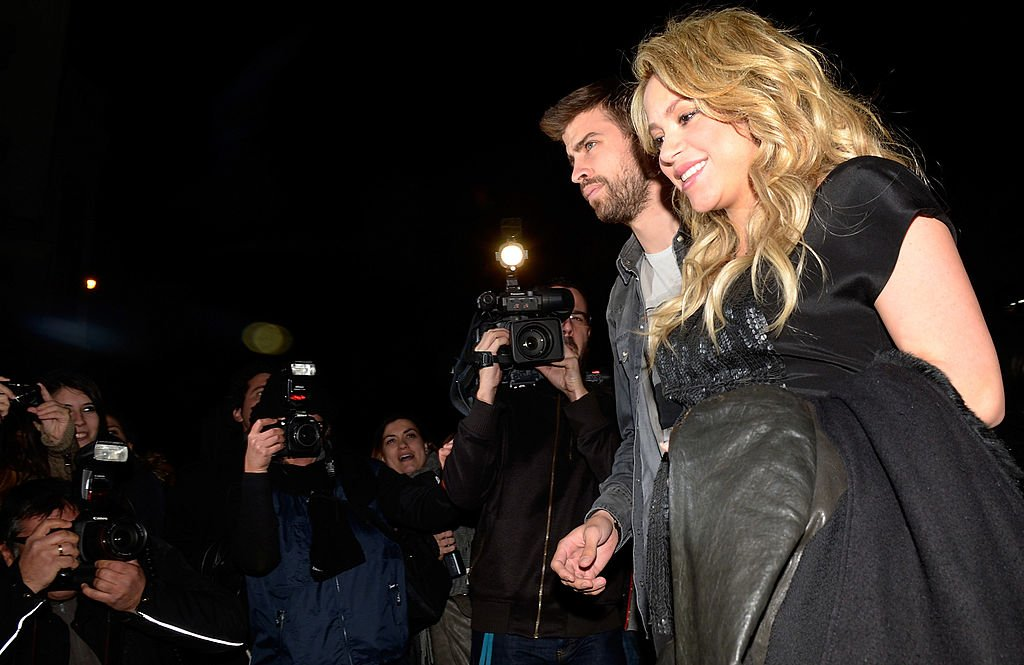 Piqué y Shakira en la presentación del libro del padre de la cantante. | Fuente: Getty Images