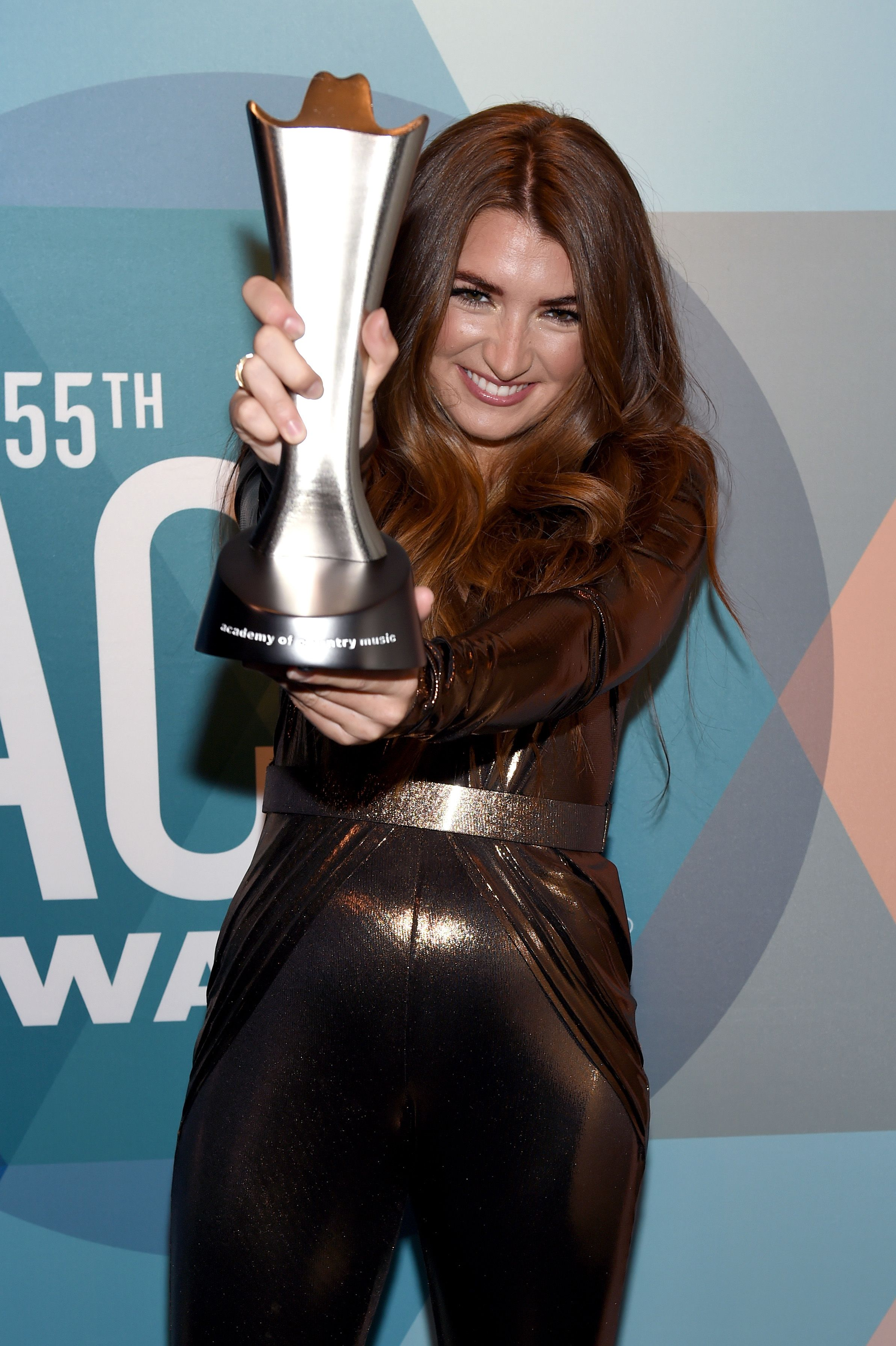 Tenille Townes with the award for New Female Artist of the Year at the Academy of Country Music Awards in 2020 in Nashville | Source: Getty Images