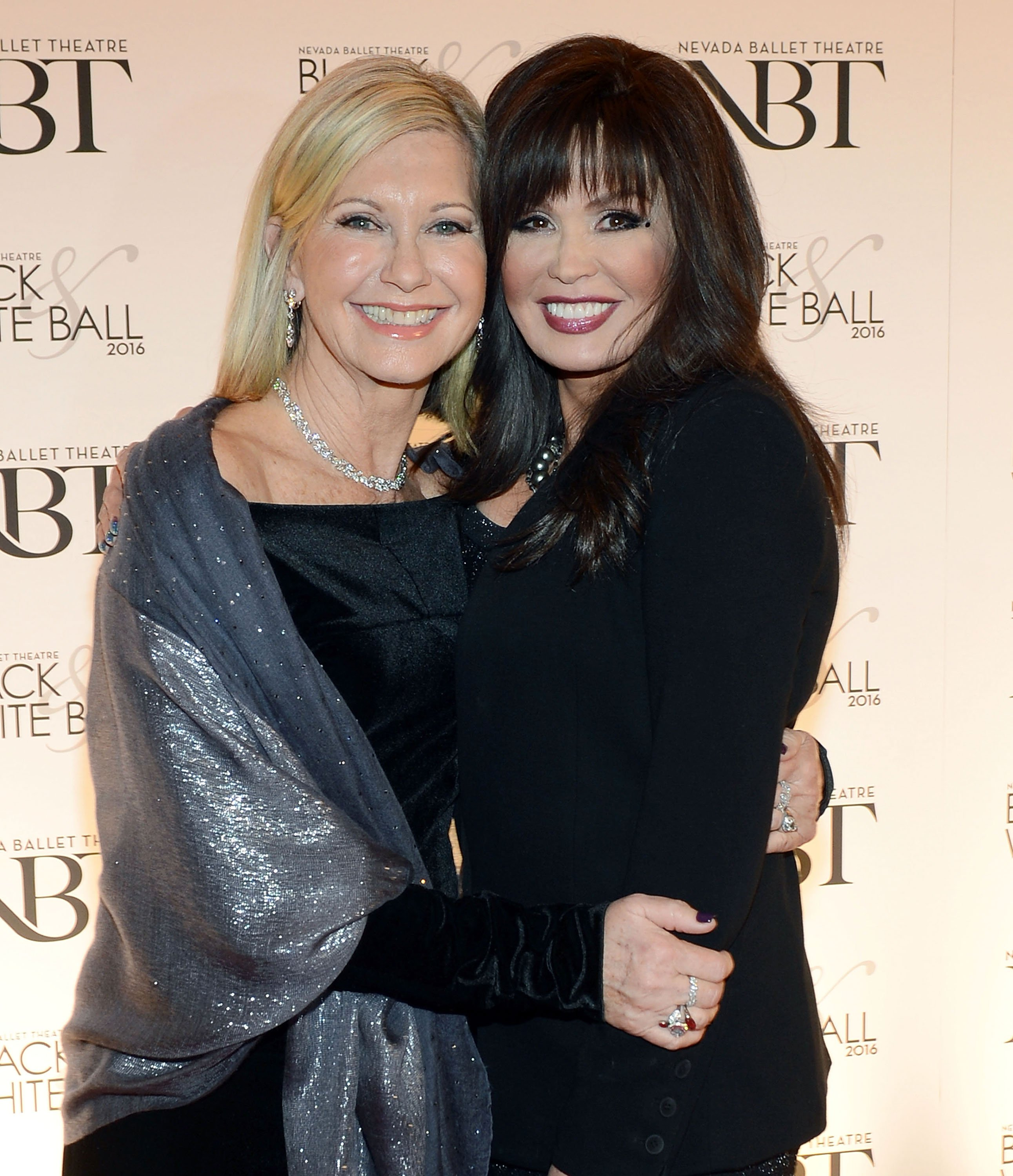 Marie Osmond spotted at an event with Olivia Newton John (left) in Las Vegas, January, 2016. | Photo: Getty Images.