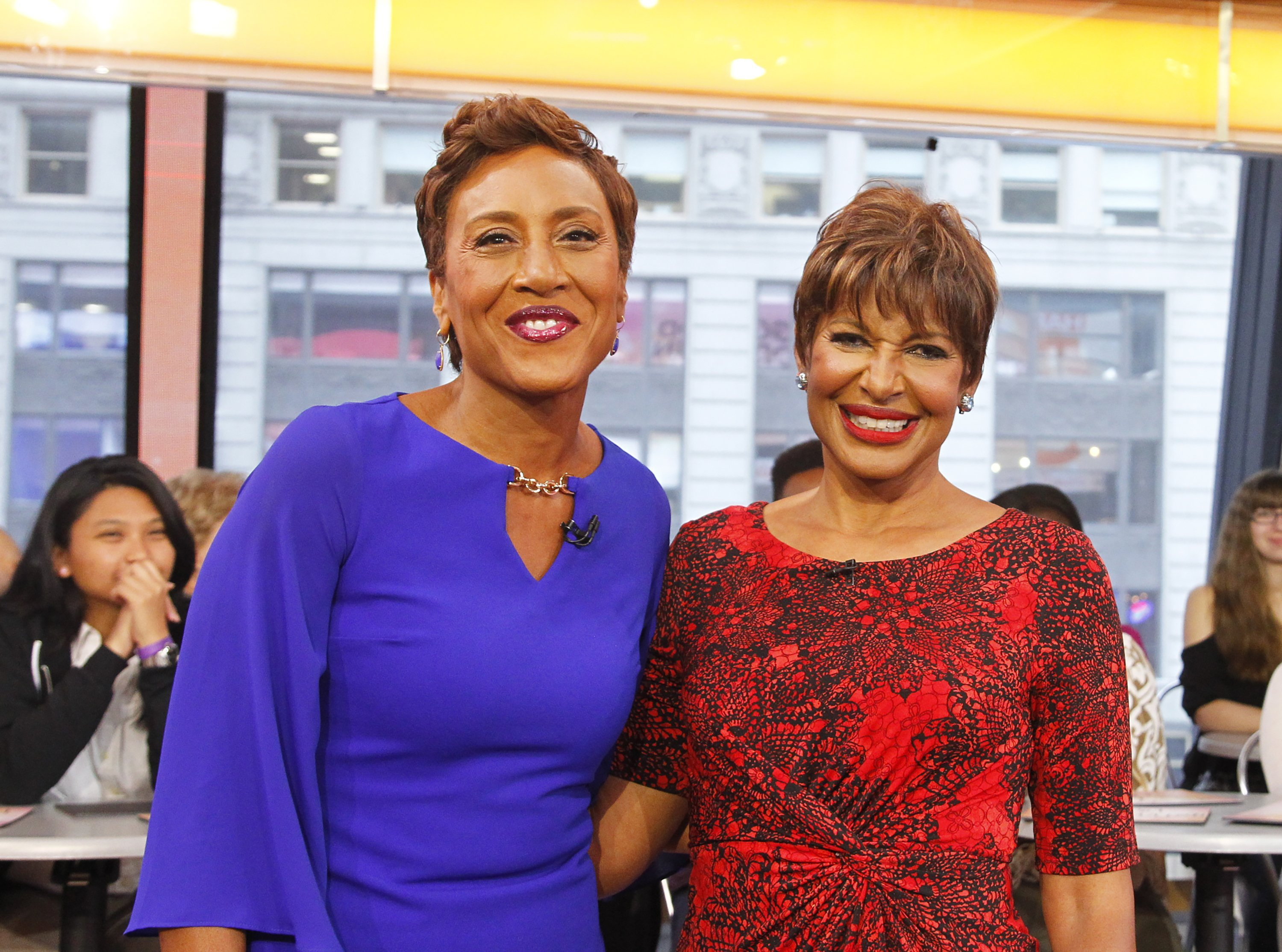 "Robin Roberts celebrates her 5th birthday with sister Sally-Ann on ""Good Morning America,"" September 20, 2017 