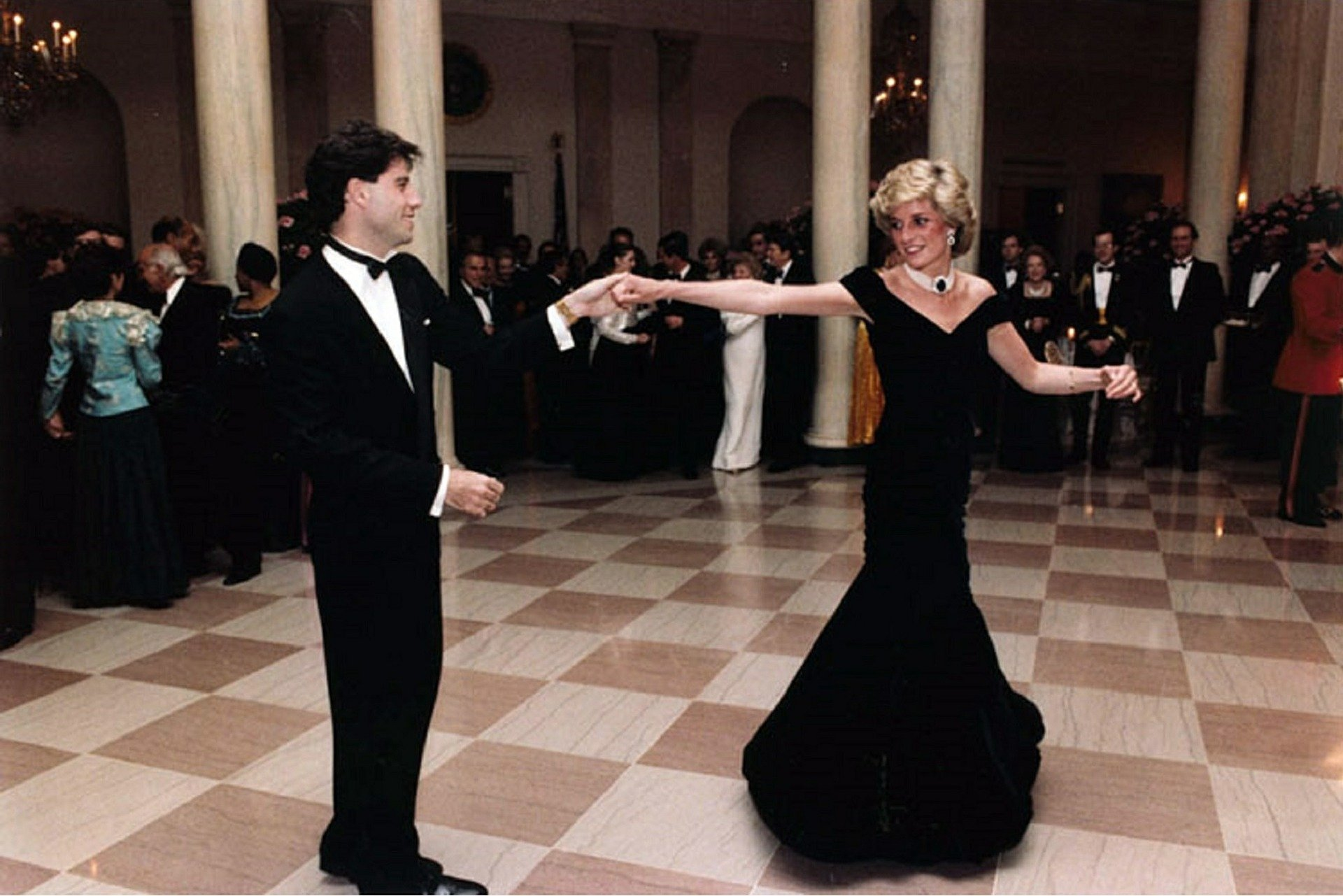 John Travolta twirls Princess Diana on the dance floor while at a White House banquet in 1895. | Source: Pixabay