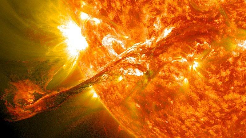 Un largo filamento de material solar que había estado flotando en la atmósfera del sol, la corona, estalló en el espacio el 31 de agosto de 2012 a las 4:36 p.m. EDT. | Imagen: Wikipedia