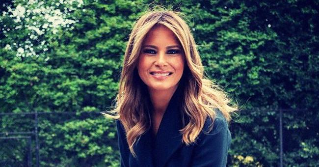 Melania Trump en manteau bleu marine pour la rénovation du terrain de tennis présidentiel