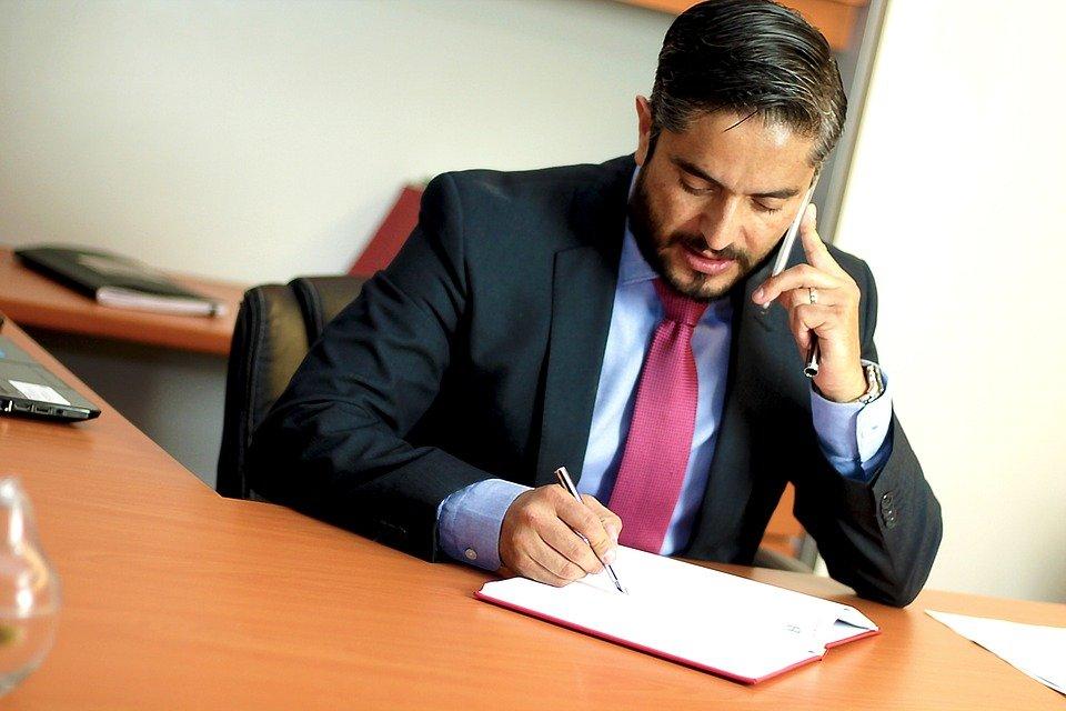 Un avocat dans son bureau | Photo : Pixabay