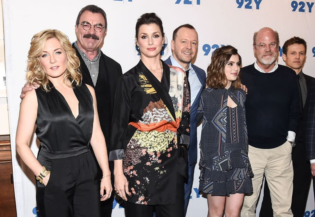 Amy Carlson, Tom Selleck, Bridget Moynahan, Donnie Wahlberg, Sami Gayle, Kevin Wade and Will Estes attend the Blue Bloods 150th episode celebration at 92Y on March 27, 2017. | Photo: Getty Images
