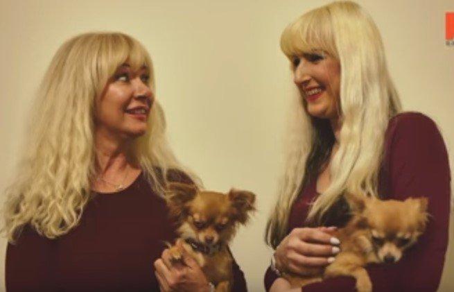 Janet Horrocks et sa fille Jane Cunliffe lors d'une interview accordée à Barcroft Tv |Photo: Youtube / Barcroft TV