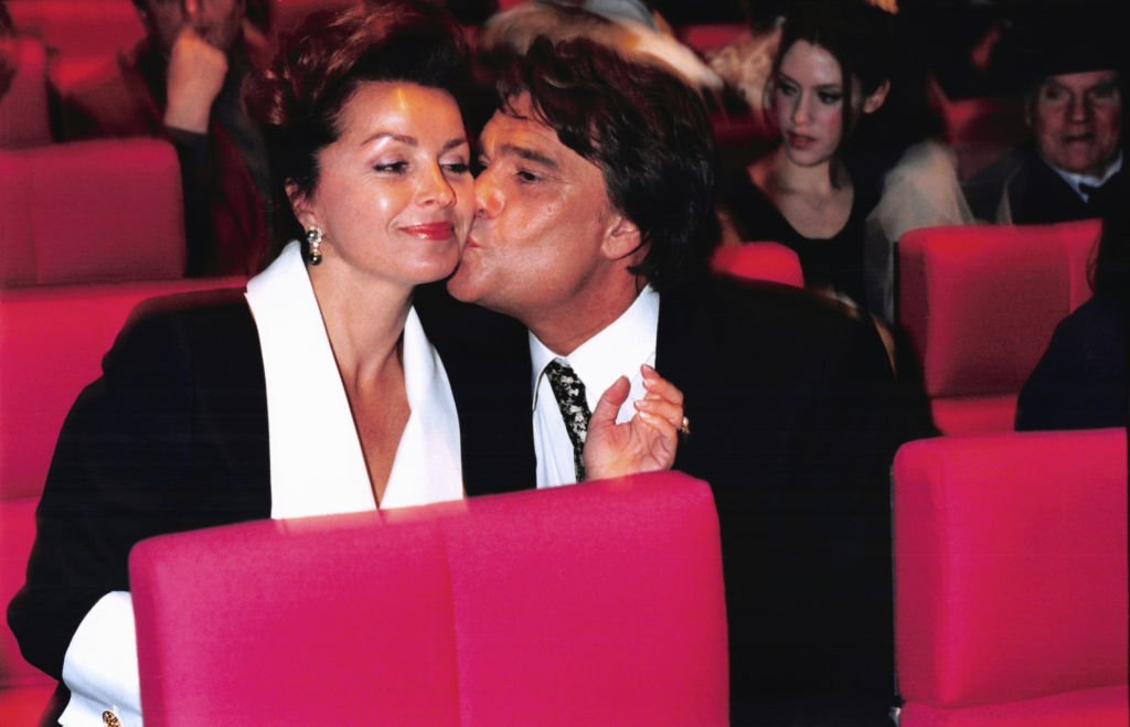 Bernard Tapie et sa femme Dominique lors du concert de Jean-Jacques Debout à Paris le 8 février 1996, France. | Photo : Getty Images