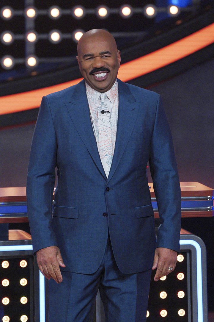 """Steve Harvey hosting an episode of """"Family Feud"""" in February 2020. I Image: Getty Images."""