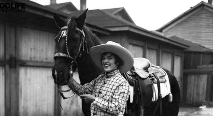 Photo of Tad Lucas standing by a horse | Photo: Youtube /  Good Life Western Sports