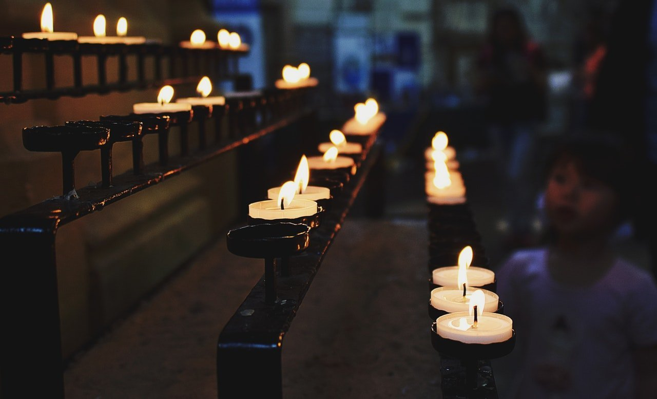Candles in church. | Source: Pexels