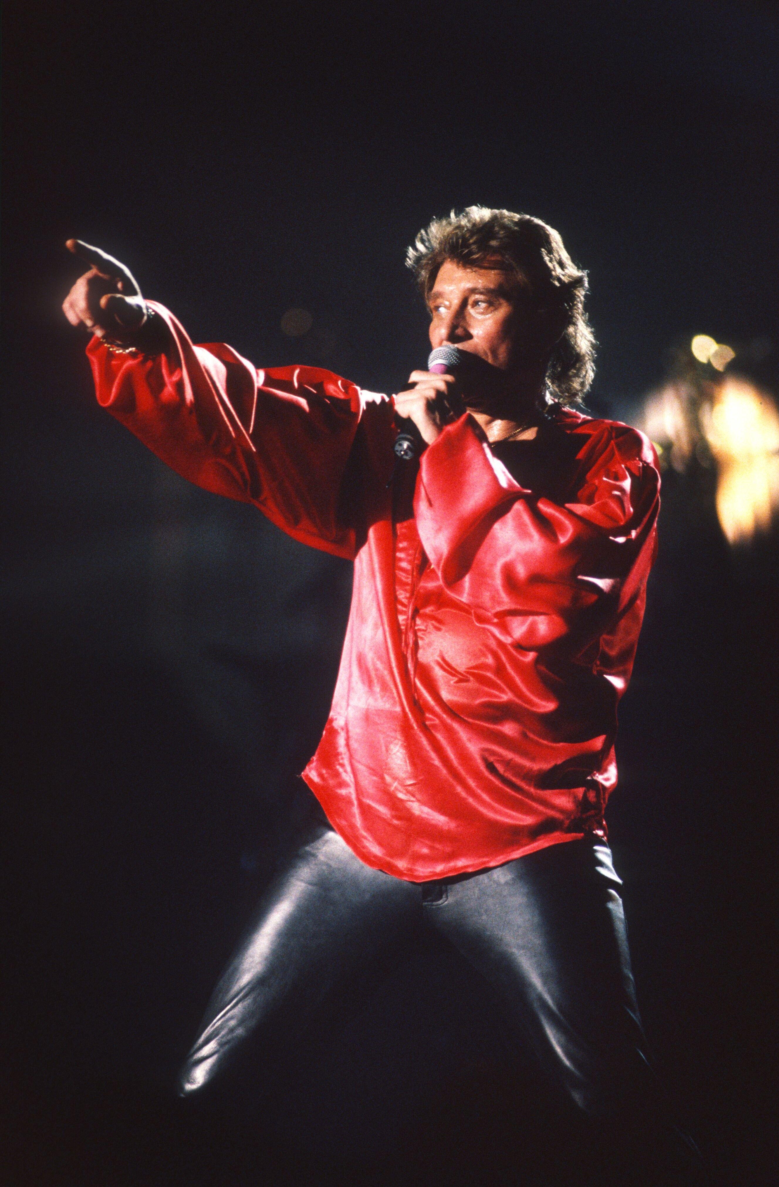 Le légendaire Johnny Hallyday en concert. l Source : Getty Images