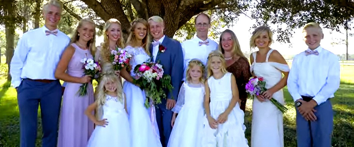 """""""Welcome to Plathville's"""" Kim and Barry Plath with their nine children during an episode of their show on TLC. 