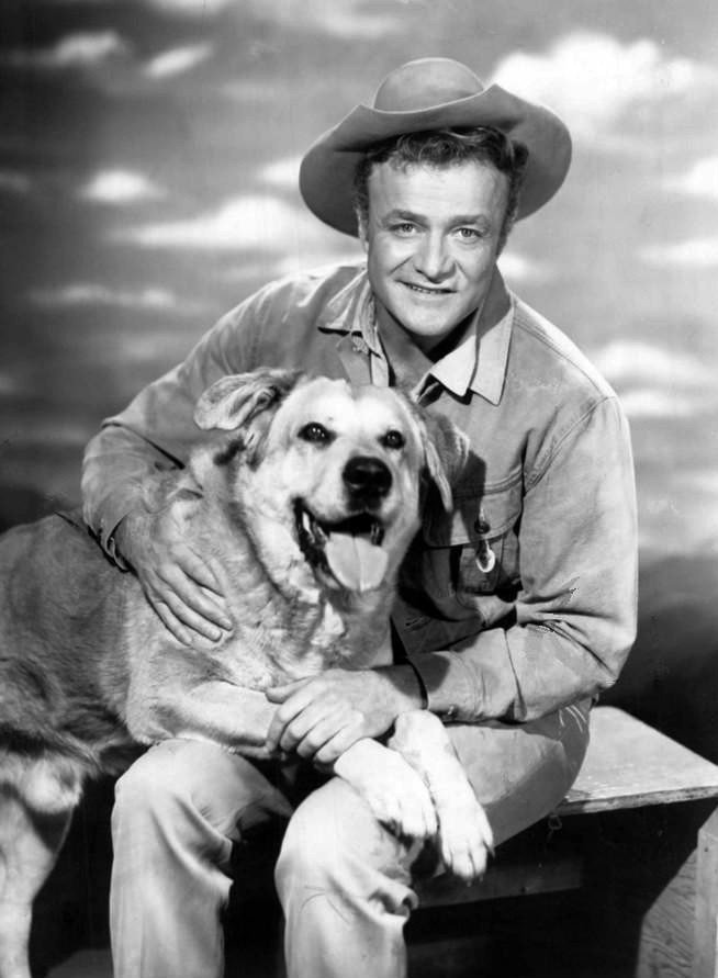 "Brian Keith and Spike in ""The Westerner"" (1960) 