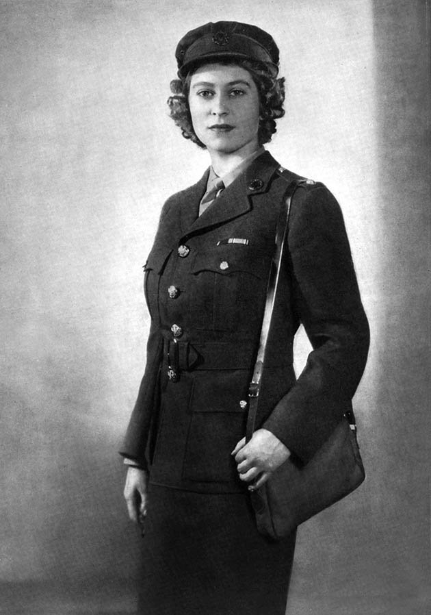 Queen Elizabeth II during the war. I Image: Getty Images.