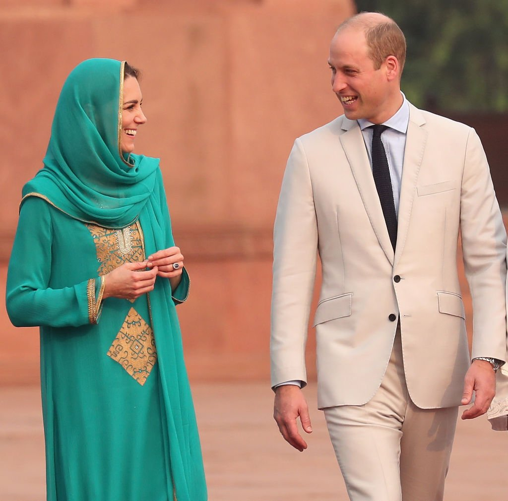 Prince William, Duke of Cambridge and Catherine, Duchess of Cambridge arrives at the Badshahi Mosque within the Walled City during day four of their royal tour of Pakistan Oct 17, 2019 | Photo: Getty Images