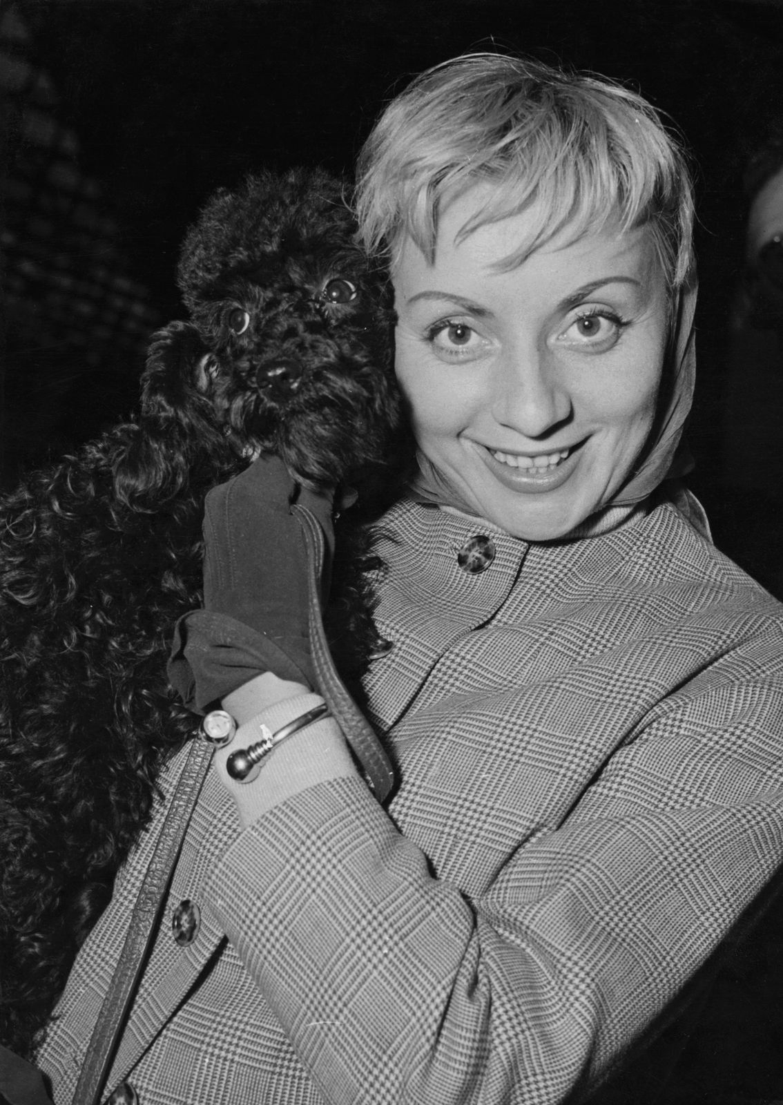 Annie Cordy arrive à la Gare du Nord à Paris, France, 30 septembre 1957. | Photo : Getty Images