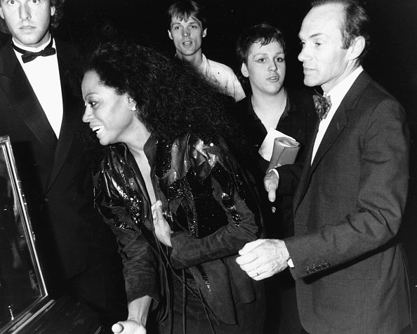 La chanteuse Diana Ross et son ancien mari Arne Naess arrivent au club Hippodrome de Londres en 1986. I Image : Getty Images.
