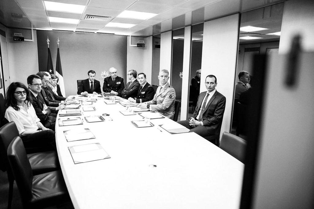 Réunion de la présidence dans le PC Jupiter   Photo: Twitter/Soazig de la Moissonnière