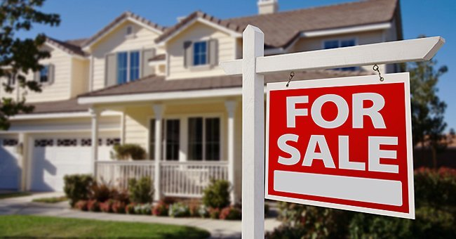 A house with a for sale sign.| Photo: Shutterstock.