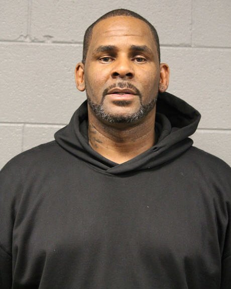 Robert Kelly (R. Kelly) poses for a mugshot after his arrest on February 22, 2019 in Chicago, Illinois. Kelly was arrested on 10 counts of aggravated criminal sexual abuse | Photo: Getty Images