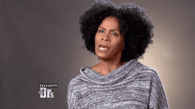 """Janet Hubert crying while talking to """"The Doctors"""" about her health problem 