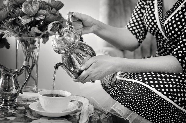 Ruth offered her mother-in-law a cup of tea | Source: Pixabay
