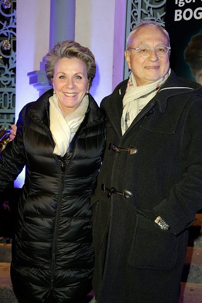 Françoise Laborde et Jean-Claude Paris assister à 'Big Bang' Premiere Theater Play au Théâtre du Gymnase le 8 février 2016 à Paris, France. | Photo : Getty Images