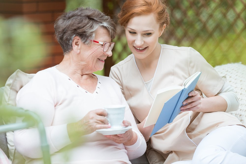 What are your grandmother's favorite books to read and will you read them with her? | Photo: Shutterstock