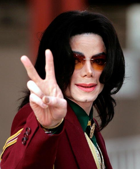 Singer Michael Jackson arrives at the Santa Maria Superior Court on March 17, 2005, in Santa Maria, California. | Source: Getty Images.