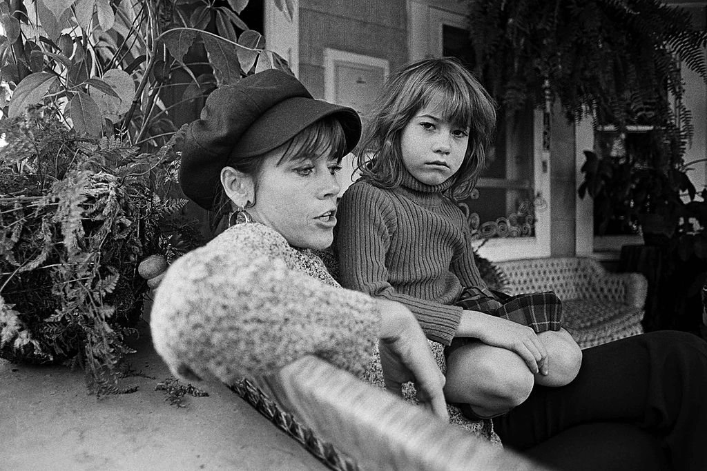 Jane Fonda sits with her daughter Vanessa Vadim in this 1975 Santa Monica, California | Photo: GettyImages