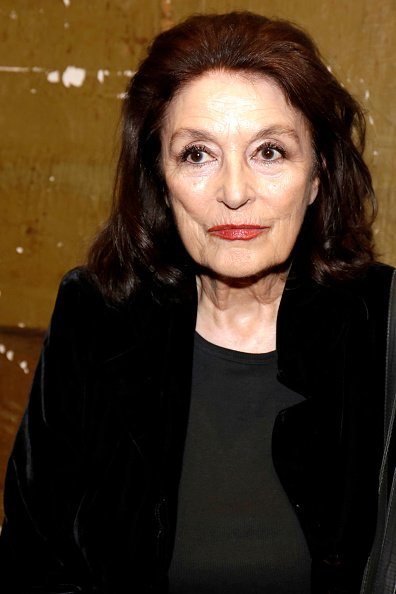 L'actrice Anouk Aimée pose lors d'une séance de portraits à Paris, France. | Photo : Getty Images